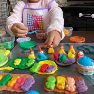 2歳3歳4歳 子ども粘土は米か小麦か グミの型で遊ぶのがおすすめ