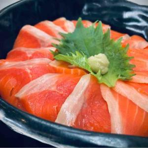 ばりばり美味いサーモンを求めて 函館市港町の函館フェリーターミナル内にある食堂の「海峡日和」さんに伺いました。