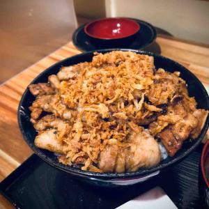 夏バテなんてぶっ飛ばせ!! 北斗市七重浜にある「Bowl of rice ぶたや」さんにて炭火焼き豚丼をキメてきました