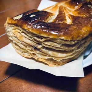 オープンから結構日が経ちましたがやっと行けました… 函館市本通にある「シャトレーゼ函館本通店」にてアップルパイをキメる