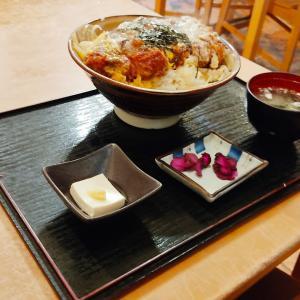 デフォルトメニューで大食い大会が始まりそうです… 函館市港町にある「萬福食堂」さんにて ビッグボリュームなカツ丼をキメてきました