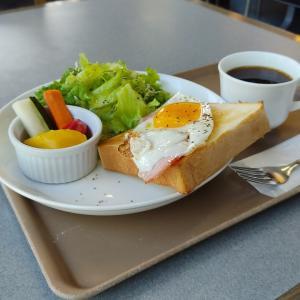 地元のモーニングと言えばここです…函館市亀田本町のパン屋さん「キングベーク本店」さんにてモーニングをキメてきました