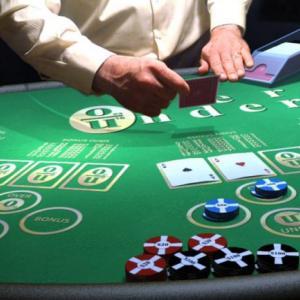 カジノで働くディーラー人たちは、ゲームを学び実際にフロアに立つまでのプロセスはどんな感じなのか?
