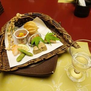笹屋ホテル② 個室でいただく味盛り付けともに見事な会席料理