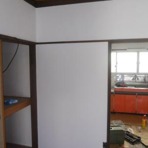 和室の壁を簡単DIYで洋室化(砂壁を塗装しました。)