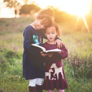 楽観的にならずに常にインプット・アウトプットの努力を継続する。読書をするということは精神的に安定する