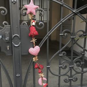 ついフォトしてしまう、素朴で可愛いリースやドア飾り
