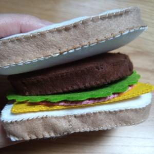 フェルトでサンドイッチ用ハンバーグを作ろう