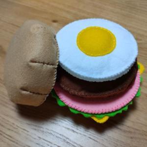 フェルトでハンバーガー用の目玉焼きを作ろう