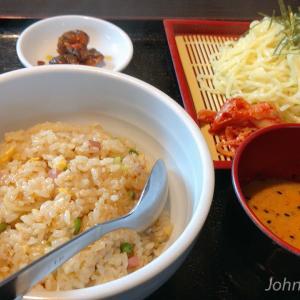 「台湾料理 香源」チャーハンとつけ麺セットを食べる