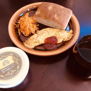【休日ランチ】にんじんのラペとフォカッチャを食べる