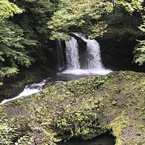 久しぶりのくるま旅 富士吉田-河口湖方面 その2 鐘山の滝と温泉スタンド
