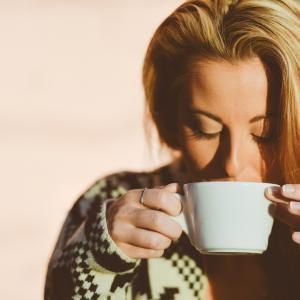 【即効性あり】MCTオイルをコーヒーに入れたら快腸!スッキリ効果大!