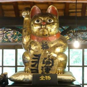 福を呼び込む700匹の招き猫、岡山の招き猫美術館を訪ねて