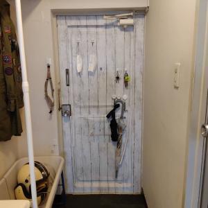 ミニマリストの玄関ルームツアー|DIYと収納アイデアで狭さを克服しておしゃれに