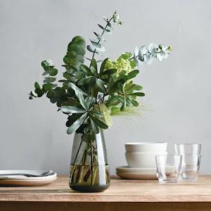 おしゃれなガラス製フラワーベース10選 花瓶に花を飾るだけでおうち時間が癒される♪