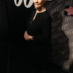 """Opened a garden in honor of Queen Elizabeth, actress Judi Dench, who is familiar with the role of M in the movie """"007""""!"""