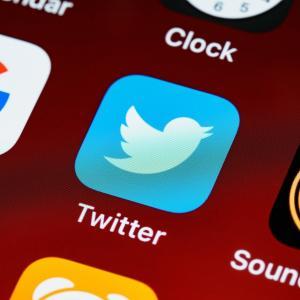 Twitterの「#1日1捨」タグを使って、断捨離をもっと楽しく!