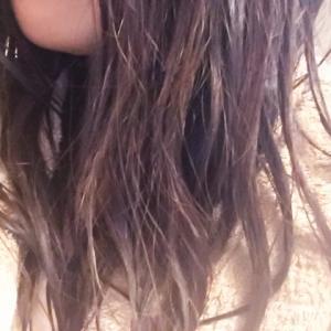 髪が濡れたまま寝るとどうなる…風邪を引く?髪や頭皮がダメージを受ける?どちらも本当です