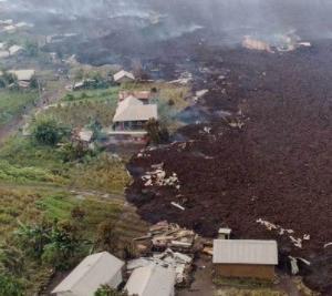 【ニーラゴンゴ火山】都市部地下にも溶岩か。