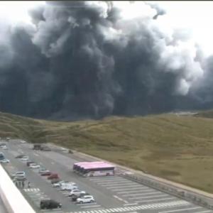 【阿蘇山】爆発3500mで警戒レベル3に引き上げ。