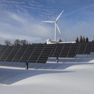 インフラファンドにメリット?2030年までに再生可能エネルギーの割合を全体の30%台後半まで引き上げに調整中!【ミニニュース】
