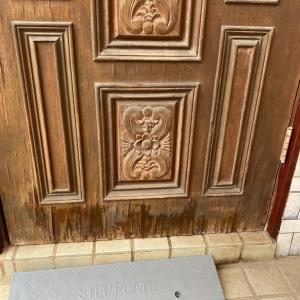 玄関ドア取り替え諦め、セルフリフォーム(クラッシック玄関ドア)