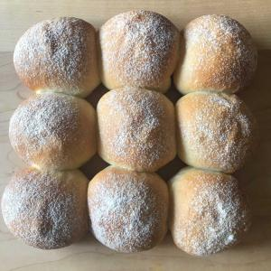 手ごねでヘルシーなちぎりパンを焼きました。