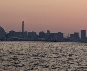 ★ ② 横浜港 【釣れんジャー丸】にて、アジを狙うぜ! ② ~ 横浜の夜景に酔って!!