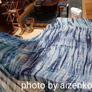 《仕事の様子》本藍染/柳絞りのスカーフが出来上がりました