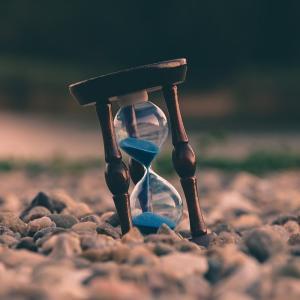 時間不足は幸福度を著しく下げる。時間を効率的に増やす方法。時は金なり。