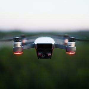 電動航空機「空飛ぶ車」の未来について