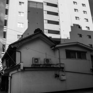 青梅の街を白黒でラスト