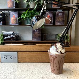 NYでCacaoを余すことなく味わえるBlue Stripes Cacao Shopでチョコレートシェイクを