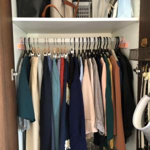 【これで解決!】服があふれかえるクローゼットの片付け方法
