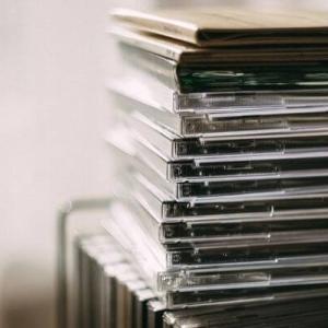 【大量処分!】いらなくなったCD・DVDを賢く処分する6つの方法とは!