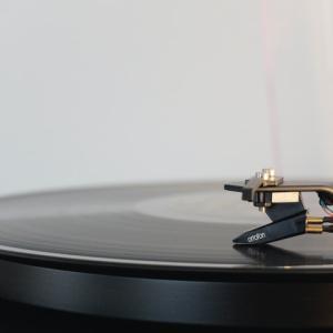 レコード処分におすすめの方法6選!宅配買取で賢く断捨離しよう