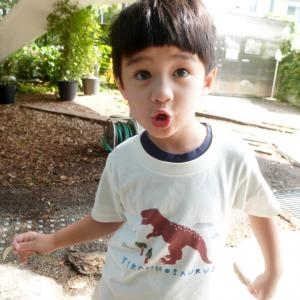 suzuriのTシャツセールで恐竜Tシャツが1000円引き