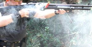 【悲報】祖父(84)、喧嘩して息子(49)を銃で撃ったところ 孫(11)に散弾銃で射殺される