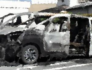 母親が息子2人をエンジンをかけた車内に残して買い物をしている間に車から出火 1歳男児が全身やけどの重体、福岡県久留米市