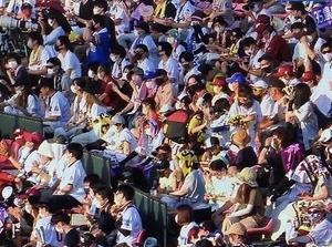 インド人記者「五輪無観客なのが残念だな…あれ?ホテルでプロ野球の試合見てたら観客が入ってるんだけど…どういうこと?」