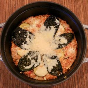 STAUB(ストウブ)レシピ!ズッキーニとバジルのトマトリゾットの作り方
