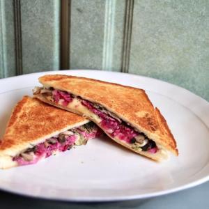 紫キャベツとキノコソテーのホットサンド レシピ!【レモングラスオイル活用】