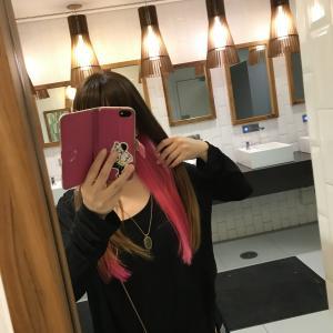 サンパウロの美容室で【強め】ピンクに染めた髪の毛の成れの果て