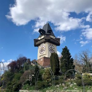 グラーツの見どころ紹介① 街のシンボル Uhr turm (時計塔)の楽しみ方⑴