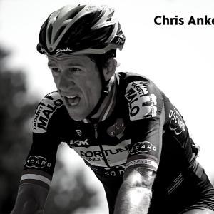 クリス・アンケル・セレンセン事故で亡くなる。