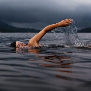 【動画】マラソンスイミングの給水シーンが独特すぎると話題!人間釣り堀状態?感想・反応まとめ【東京五輪】