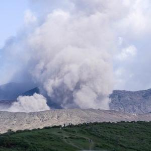 【画像・動画】阿蘇山の噴火がヤバい…反応まとめ【ライブカメラあり】