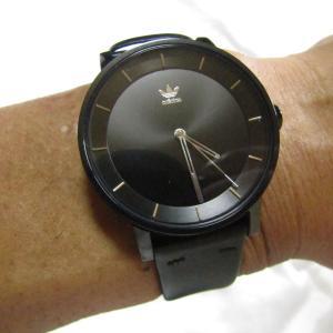 アディダスの腕時計を購入♪