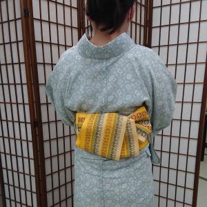 夏着物に花織りの半巾帯で桔梗結び